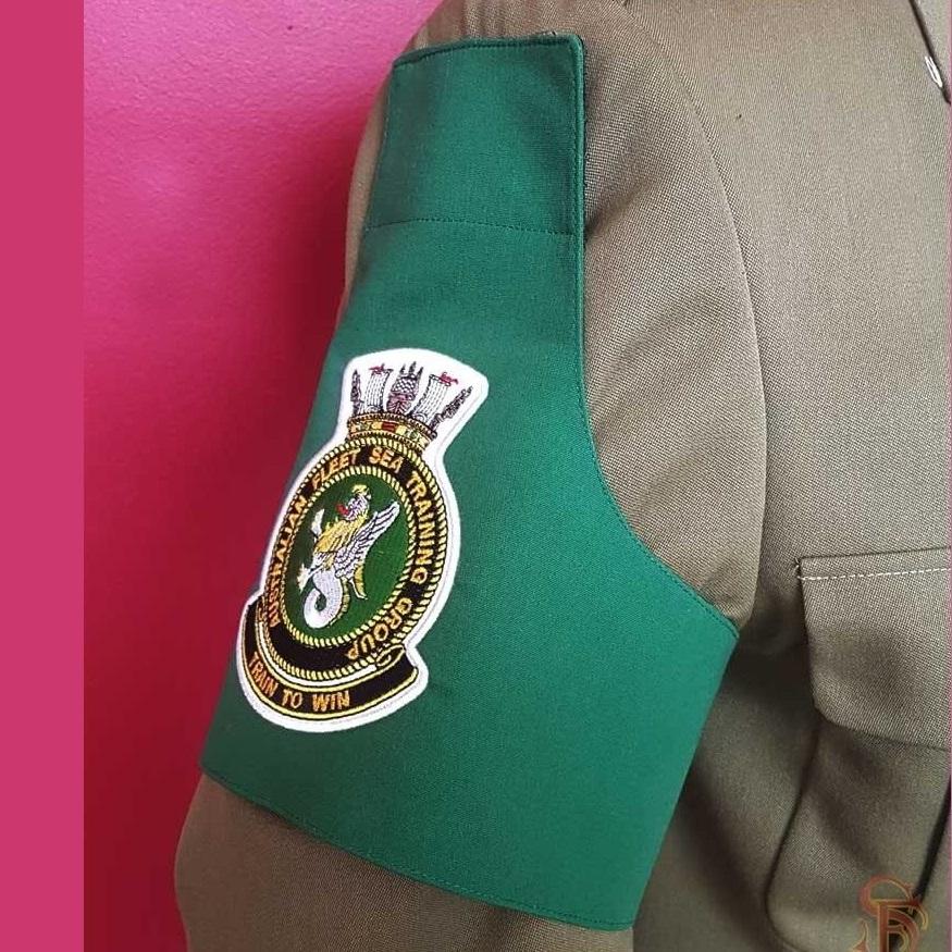 How to wear a brassard